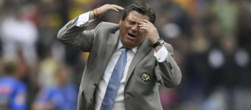 Miguel Herrera no contará con Renato Ibarra para el duelo de mañana contra Morelia.