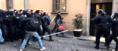 Aggressione alle forze dell'ordine
