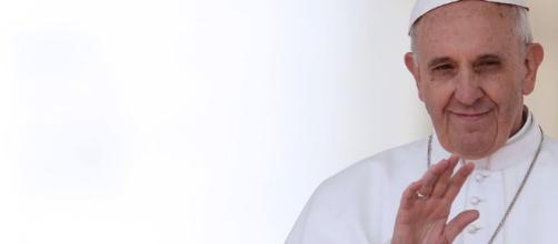Papa Francesco: telefonata ad una mamma e al figlio malato, 'pregherò per voi'