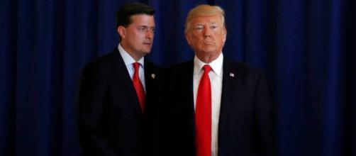 Trump defiende a un funcionario de la Casa Blanca acusado de abuso