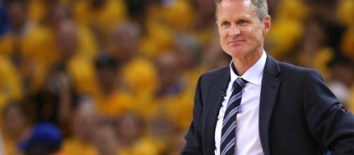 Warriors coach Steve Kerr Dice que esta en busca de nuevo atleta sportingnews.com
