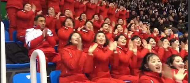 """Kim Jong-un a invadat Coreea de Sud cu o """"armată de majorete"""" - Foto: Daily Mail (© Twitter/ Thomas Schuurman)"""