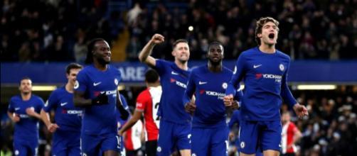 Chelsea vuelve a la victoria y revive a Conte