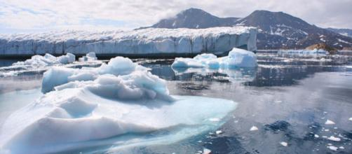 Melting glaciers in Greenland. - [Image credit – Christine Zanino, Wikimedia Commons]
