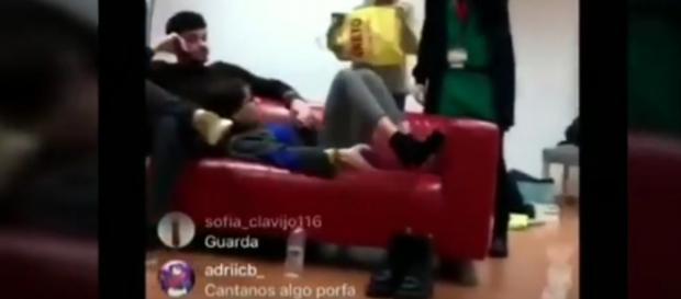 Aitana y Cepeda, sorprendidos 'in fraganti' en el directo de Agoney