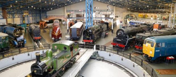 En el Museo del Ferrocaril de York se exhiben las locomotoras de la época antigua.
