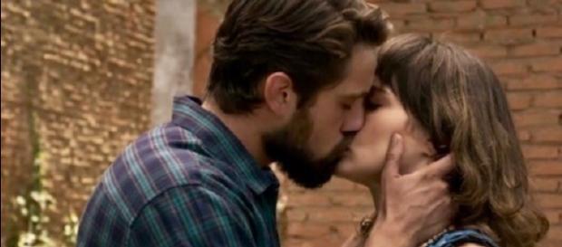 """Renato pede Clara em casamento em """"O Outro Lado do Paraíso"""" (Imagem/Rede Globo)"""