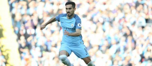 İlkay Gündoğan es un futbolista alemán que juega como centrocampista, su equipo actual es el Manchester City