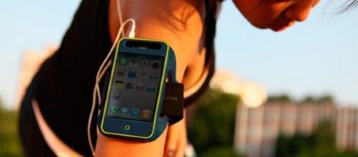 La estudiante de la preparatoria Thomas Jefferson Medha Gupta creó una aplicación que alerta si el usuario no llega a tiempo al destino