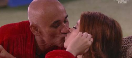 Pai e filha se beijaram novamente (Captura de vídeo)