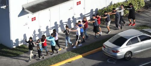 Parkland: i ragazzi escono inconsapevoli dopo l'allarme antincendio