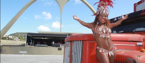 Viviane: passista de escola de samba. (Foto Reprodução).