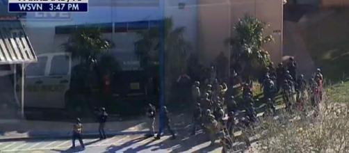 Sparatoria in un liceo della Florida: circa 14 vittime.