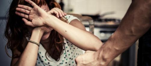 Como acabar com a violência doméstica? Denuncie: ligue 180 ou 190