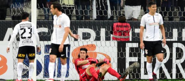 Alvinegro não se apresenta bem e vê visitantes saírem na frente no primeiro tempo