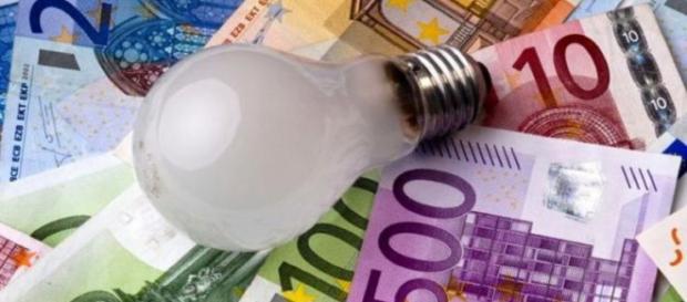 Bollette elettriche: gli oneri dei morosi saranno a carico di tutti