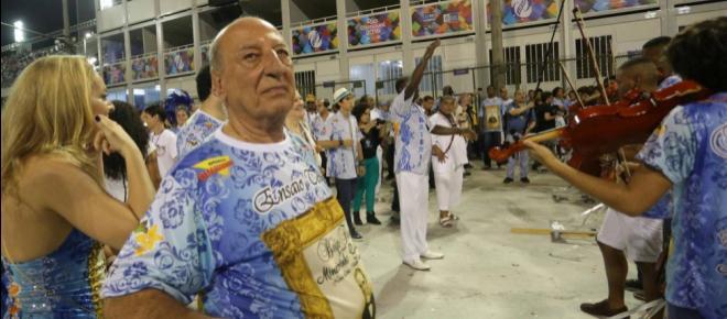 Beija-Flor vence carnaval criticando corrupção, mas esquece de patrono condenado