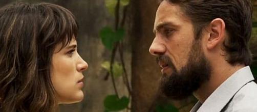 Clara e Renato decidem se casar, mas vilão é desmascarado no altar