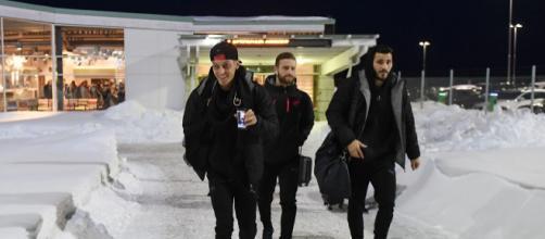 Ozil, Mustafi y Kolasinac llegando a Suecia