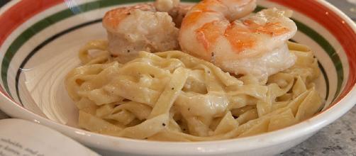 Shrimp Fettuccine Alfredo recipe. [image source: John Sullivan: Wikimedia Commons]