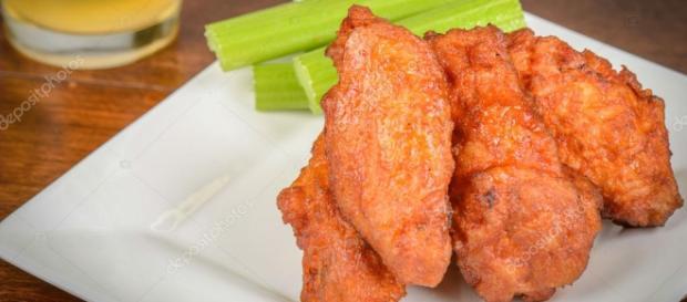 Alitas de pollo con apio y cerveza — Fotos de Stock © slickspics ... - depositphotos.com