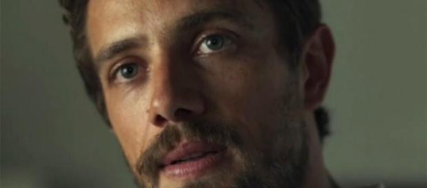Clara descobre toda a verdade sobre Renato e ele se torna o grande vilão da trama
