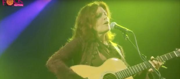Roseanne Cash joins contingent of country stars in calling for action after Parkland, FL shooting. ImageCap Shrewsbury Folk Festival/YT