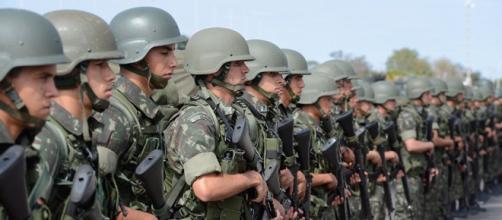 Exército vai às ruas no Rio de Janeiro.