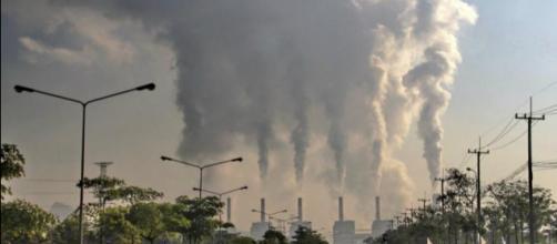 La industria es la principal emisora de compuestos que reducen la calidad del aire