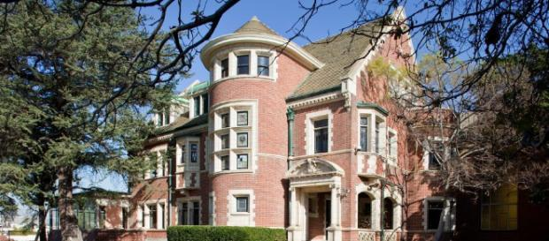 Tour the American Horror Story House in L.A | HGTV - hgtv.com