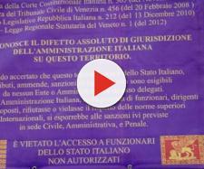 L'avviso affisso fuori dell'abitazione di Maurizio Mescalchin: vietato l'accesso a funzionari dello stato italiano.