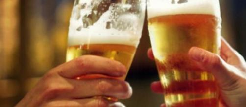 beneficios de beber continuamente cerveza