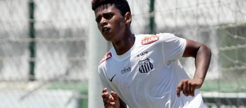 El Santos no quiere dejar escapar a su estrella en ascenso
