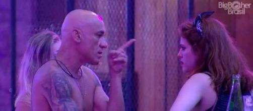 Ayrton briga com Ana Paula durante a festa ''Funk'', no ''BBB18'' (Captura de imagem)