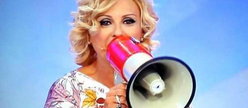 Tv: colpo di scena a «Uomini e Donne», la storica opinionista Tina ... - corriere.it