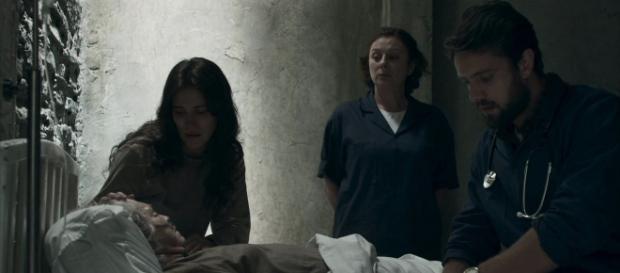 Renato admite para Clara que matou Beatriz em O Outro Lado do Paraíso (Foto: TV Globo)