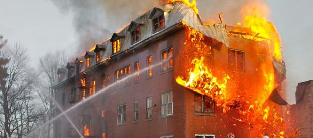 Se crea gran incendio en una casa en Calabria.