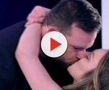 Antonella e Francesco si baciano