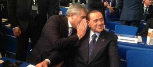 Antonio Tajani con Silvio Berlusconi al parlamento di Strasburgo