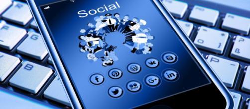 El uso de las Redes Sociales por parte de los políticos es su base para mejorar su imágen
