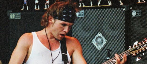 Jeff Ament, il bassista dei Pearl Jam (Foto - rollingstone.com)