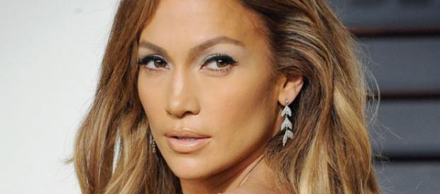 Jennifer Lopez continua arrasando aos 48 anos