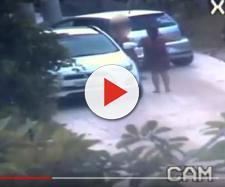 Mulher desceu do carro somente de toalha