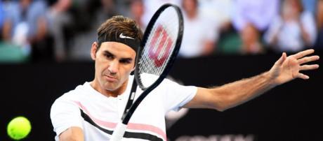 El campeón Roger Federer vuela en su estreno en Australia batiendo ... - mundodeportivo.com