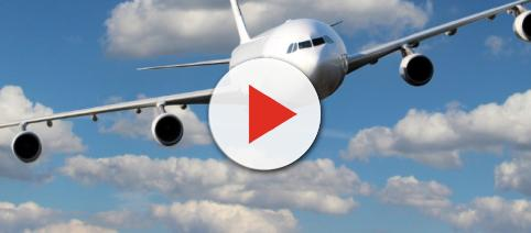 Rissa a bordo di un aereo in volo: ecco perché