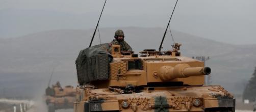 ejército turco entró en Siria en una ofensiva militar contra los ... -