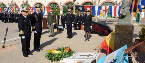 Homenaje de los submarinistas españoles a sus compañeros argentinos desaparecidos