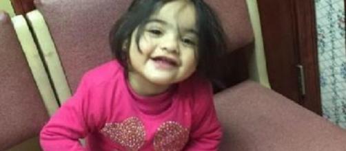 Ifrah, la bimba di due anni morta a causa della caduta di uno specchio all'interno di un negozio di scarpe