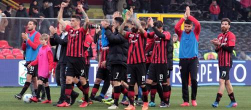 Nella foto, della Lega B, i calciatori del Foggia Calcio esultano dopo la vittoria per 3-0 contro il Carpi