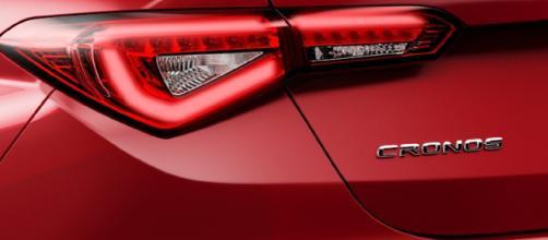 O novo Fiat Cronos chega às lojas com menos espaço interno que o Linea, além de motorização mais fraca na versão de entrada